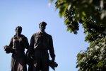 Sowieckie rzeźby znikną z Zielonego mostu... na krótko
