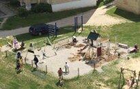 Tėvai įniršę: vienintelė žaidimų aikštelė perkeliama už dviejų kilometrų