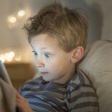 Naujas tyrimas apie vaikų miegą ir liečiamus ekranus: rezultatai ne juokais gąsdina