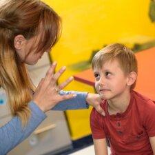 Ką daryti supykus ant vaiko: psichologės patarimai