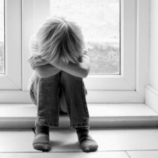 Keturios auklėjimo klaidos, kurios gali sulaužyti jūsų vaiką