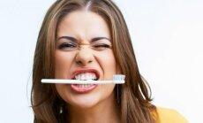 Dantų šepetėlių gausybė: kaip išsirinkti tau labiausiai tinkantį