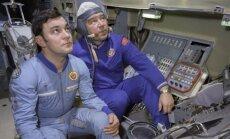 Georgijus Grečko (dešinėje) ir Jurijus Romanenko kosminės stoties Saliut treniruoklyje