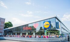 Customers queue at Lidl's opening day