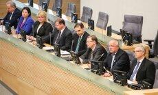 Juozas Olekas tarp Vyriausybės narių