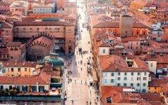 Bolonija vadinama Raudonuoju miestu – galbūt dėl stogų splavos, o gal dėl gyventojų politinių pažiūrų