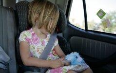 Įkaitęs automobilis – spąstai vaikams (+karščio lentelė)