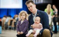"""Rūpestingiausi Lietuvos tėčiai ir mamos susirinko į konferenciją """"Atsakinga tėvystė"""""""