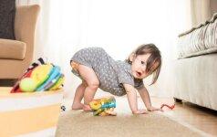 10 lavinančių žaidimų idėjų kūdikiui be jokių žaislų