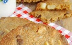 Sausainiai su šokoladu ir riešutais