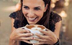 Mokslininkų tyrimų rezultatai neįtikėtini: ilgesniam gyvenimui siūlo gerti kavą