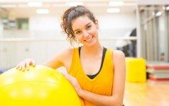 Kaip susigrąžinti formą po gimdymo: pataria kineziterapeutė