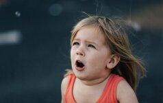 Patarimai, kaip išmokyti vaiką žaisti vieną