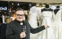 Naujausioje A. Vasiljevo parodoje pirmą kartą eksponuojama J. Statkevičiaus kurta suknia