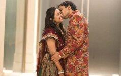 Turtingų ir išsilavinusių indų santuokos – ne iš meilės, bet patvarios (reportažas iš indiškų vestuvių)
