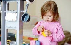 Edukologė: kokį žaislą pirkti vaikui, kad jis neatsibostų per dieną