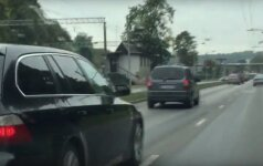 """Kaunietį papiktino važiuoti trukdęs """"BMW"""" vairuotojas"""