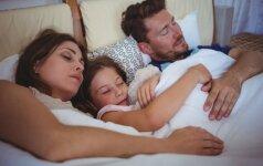 Vaikas nenori miegoti savo kambaryje ir kasnakt ateina į tėvų lovą: psichologės komentaras
