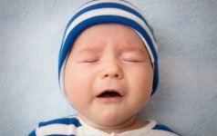 PAMATYK: kaip užmigdyti vaiką per minutę (VIDEO)