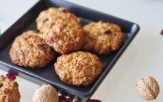 Avižinių dribsnių sausainiai su graikiniais riešutais ir džiovintomis spanguolėmis