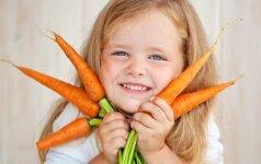 10 patarimų, kaip grūdinti vaiką dabar, kad nesirgtų vėliau