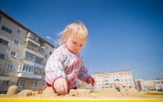 Ar saugu smėlio dėžėje žaisti vaikui?