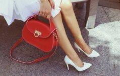 Gydytoja įspėja: su šiuo kojų grožio priešu susiduria daugelis moterų