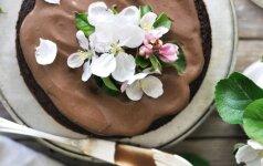 Šokoladinis grikių miltų ir migdolų pyragas