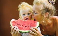 FOTO: kaip supjaustyti arbūzą, kad būtų patogu valgyti