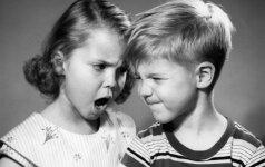 Vaikai tarpusavyje pešasi ir barasi: kaip protingai reaguoti