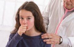 Vaikas kosėja: kaip jam padėti be vaistų ir ar galima kosintį vesti į darželį