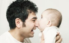 Įspūdingas video: kaip vaikai pasitinka namo grįžtančius tėčius