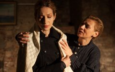 Aktorės V. Mockevičiūtė ir N. Varnelytė kviečia į spektaklį apie Lazdynų Pelėdą