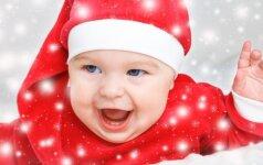 Pro rakto skylutę: kaip iš tiesų atrodo Kalėdos, kai namuose yra mažų vaikų (VIDEO)