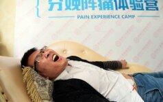 ĮSPŪDINGA: taip reagavo vyrai, pajutę tikruosius gimdymo skausmus FOTO