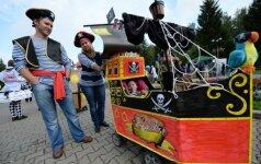 Kūdikių vežimėlių parade - keisčiausios tėvų fantazijos FOTO