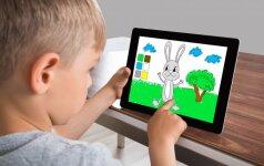 Gydytojai pateikė naujausias rekomendacijas, kiek leisti vaikams būti prie ekranų
