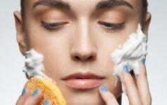 Kasdienės klaidos, kurios riebią odą daro dar riebesne