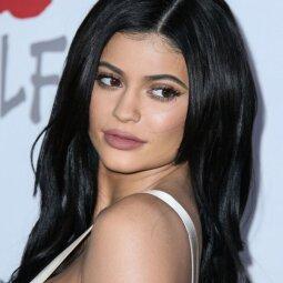 Kylie Jenner gerbėjų linčiuojama dėl padidėjusių kūno formų (FOTO)