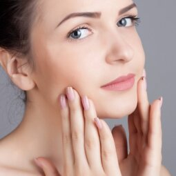 Jei vis dar tiki šiais mitais apie spuogus, gražios odos neturėsi