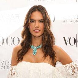 """Baugūs standartai? Po """"Victoria Secret"""" šou garsiausias modelis atrodo perdėtai lieknas (FOTO)"""