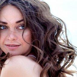 Šių plaukų priežiūros taisyklių dažniausiai nesilaiko tos, kurios turi riebaluotis linkusius plaukus