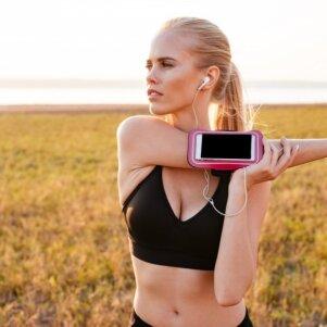Sportas ir šiuolaikinės technologijos: kokios mobilios programėlės turi būti kiekvienos sportuojančios telefone?