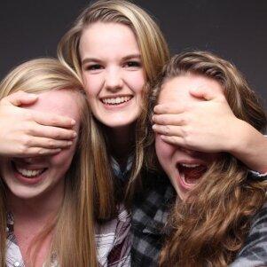 Savaitgalio nuotrauka su jaunomis merginomis ne vieną išmušė iš vėžių (FOTO)