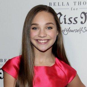 Talentingoji 13 - metė vėl svaigina internetą savo šokiu (VIDEO)