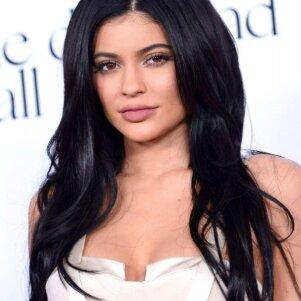 Kylie Jenner mylimasis iškeitė ją į išraiškingų formų gražuolę (FOTO)
