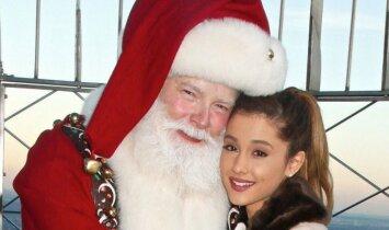 Kalėdų dvasia: Ariana Grande pristatė naują šventinę dainą(KLAUSYK)