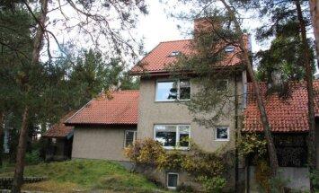 Namas, kuriame Neringos merui nuomojamas butas