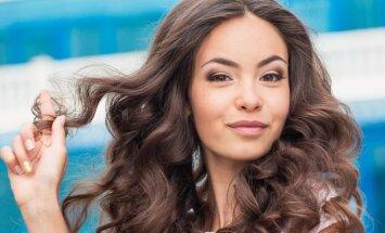 KŪNO KALBA: ką apie tavo jausmus išduoda plaukų lietimas