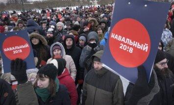 Tūkstančiai rusų reikalauja, kad Kremliaus kritikui Navalnui būtų leista dalyvauti prezidento rinkimuose